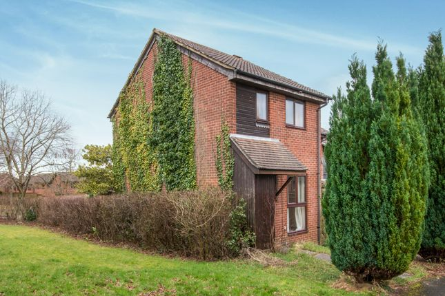 2 bed end terrace house to rent in Kestrel Close, Winchester
