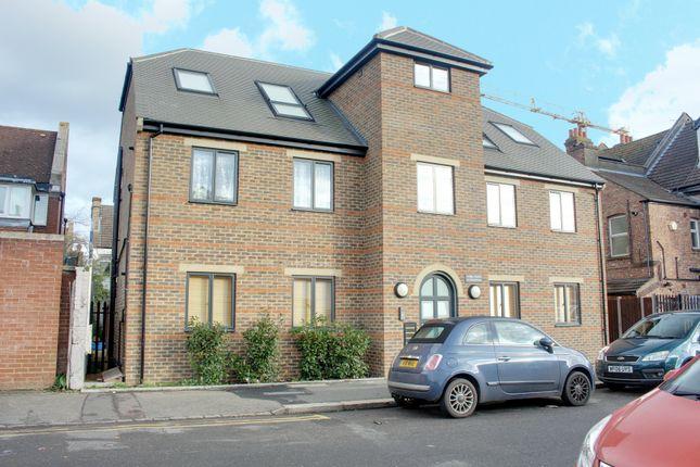 Thumbnail Flat to rent in Churchill Road, Croydon