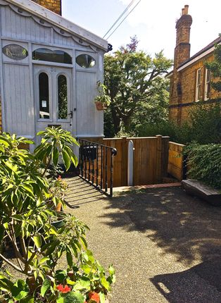 Thumbnail Flat to rent in 34 Westbourne Park, Scarborough