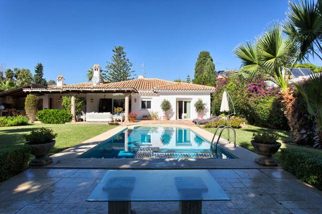 Thumbnail Villa for sale in El Paraiso Barronal, Estepona, Malaga, Spain