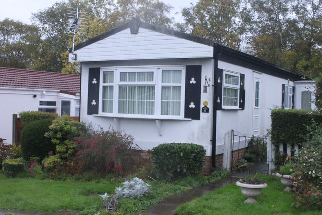 Thumbnail Mobile/park home for sale in The Oaks, Hillcrest Park, Wythall