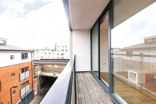 Picture No. 02 of Waterson Street, London, (1st Floor) E2