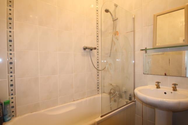Bathroom of Broomlands Street, Paisley, Renfrewshire PA1