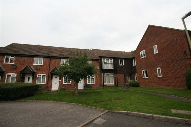 Thumbnail Flat to rent in Freemans Close, Hungerford