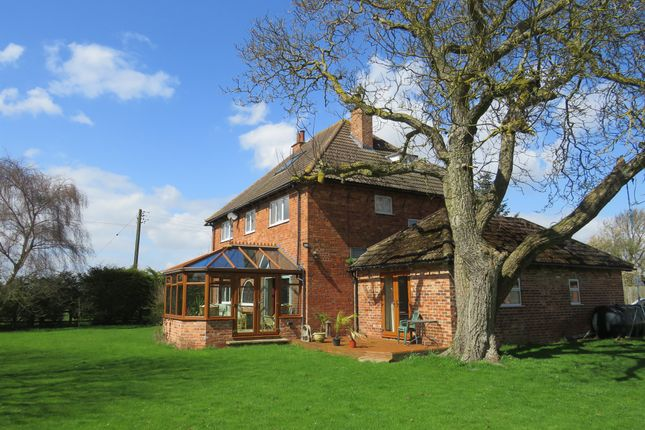 Thumbnail Detached house for sale in Newgate Lane, Londonthorpe, Grantham