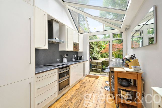 2 bed flat to rent in Surrendale Place, Maida Vale, London