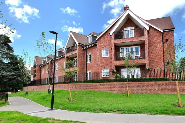 Thumbnail Flat for sale in Hibbert Court, Grange Road, Chalfont St. Peter