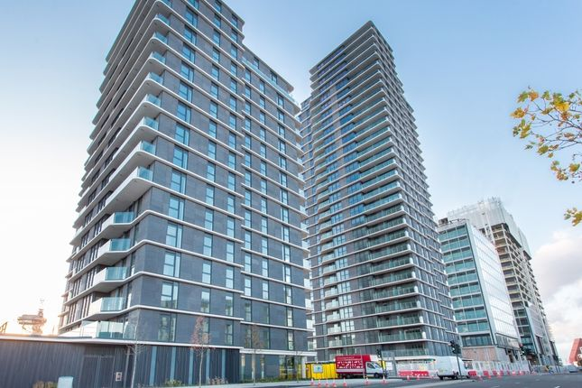 Thumbnail Flat to rent in Glasshouse Gardens, Cassia Point, Stratford