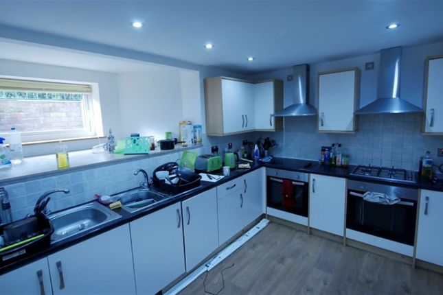 Thumbnail Property to rent in Estcourt Terrace, Headingley, Leeds