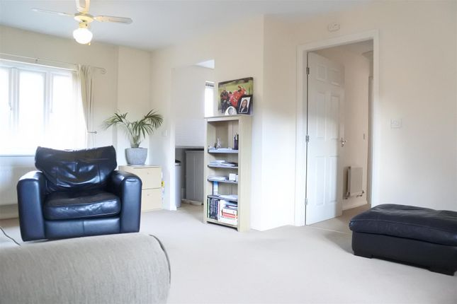 Thumbnail Flat for sale in Ormonde Close, Grantham