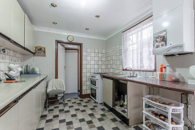 3 bed property for sale in Boundary Road, Walthamstow