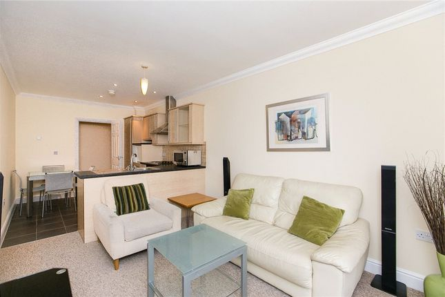 2 bed flat to rent in Earls Court Road, Earls Court, London