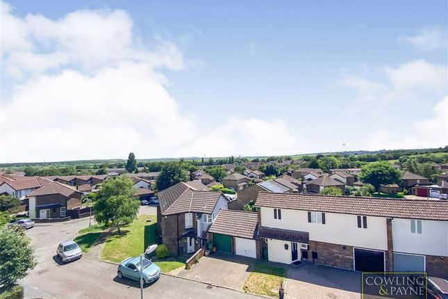 2 bed flat for sale in The Vale, Pitsea, Essex SS16