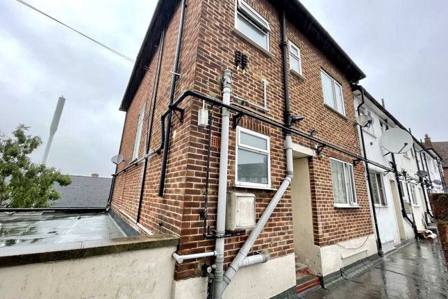 Thumbnail Flat for sale in Chestnut Grove, Mitcham