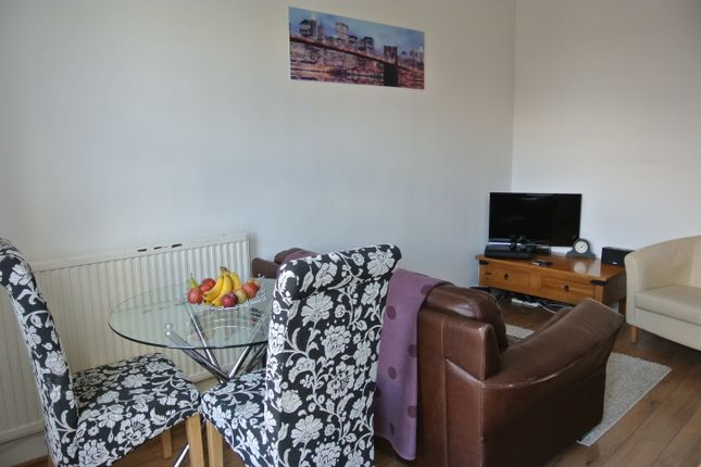 2 bed flat to rent in Wellington Road, Fallowfield