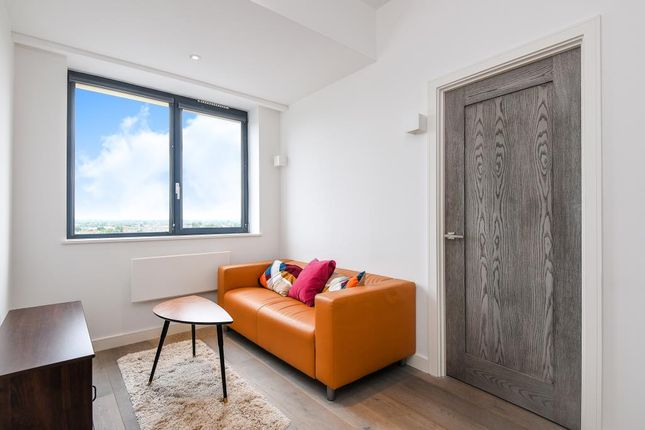 1 bed flat for sale in Slough, Berkhire