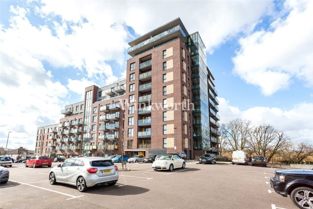 2 bed flat to rent in Goshawk Court, 5 Shearwater Drive, London