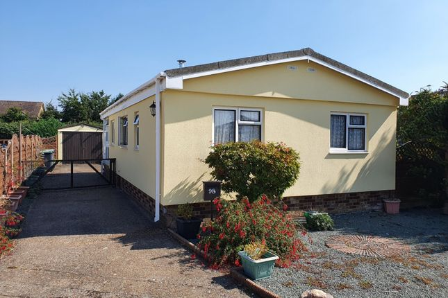 Thumbnail Mobile/park home for sale in Bedford Road, Lower Stondon, Henlow