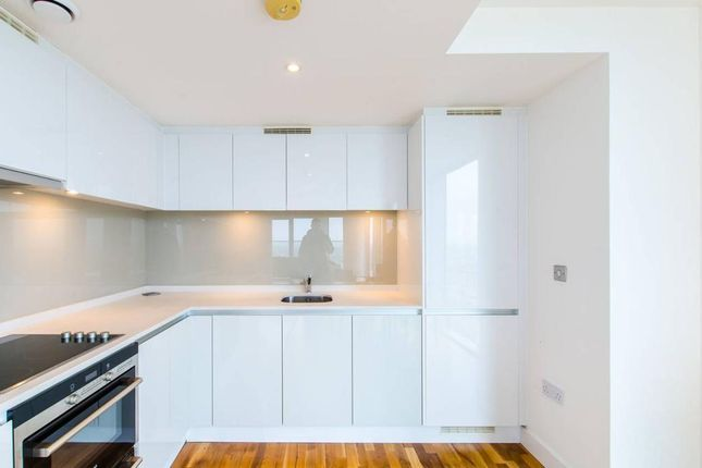 Thumbnail Flat to rent in Landmark Building East, 24 Marsh Wall, South Quay, Westferry Circus, Canary Wharf, London
