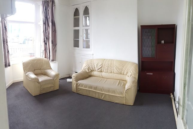 Thumbnail Terraced house to rent in The Quadrant, Drummond Road, Leicester