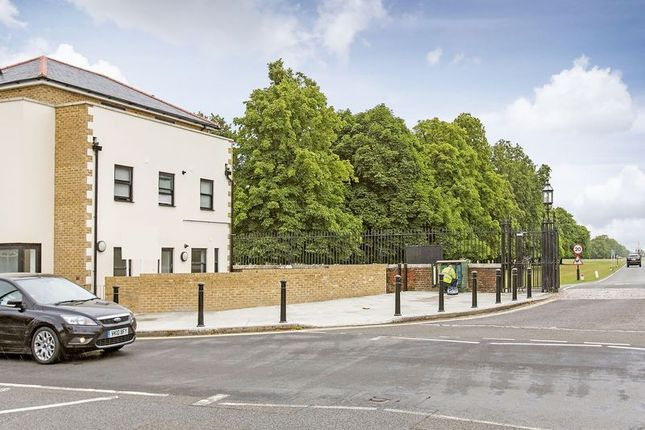 Thumbnail Flat for sale in Hampton Court Road, East Molesey