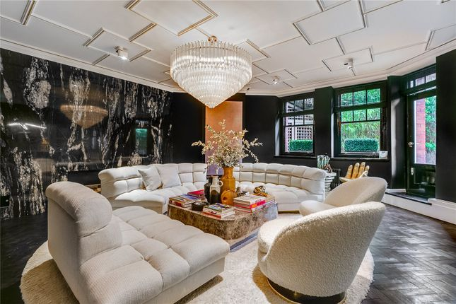 Thumbnail Flat for sale in Oakwood Court, Holland Park, London