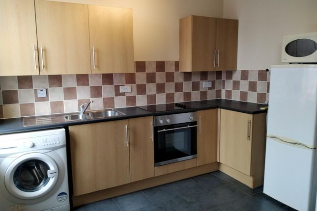 2 bed flat to rent in Flat 4, Lilac Grove, Beeston NG9