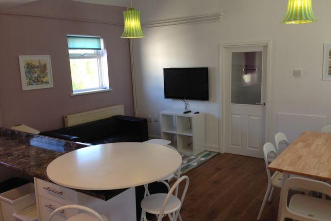 Thumbnail Flat to rent in Violet Row, Roath, Cardiff