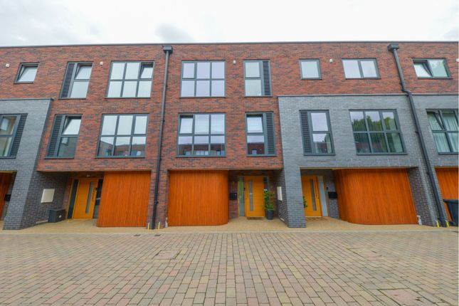Thumbnail Town house for sale in Groom Place, Welwyn Garden City