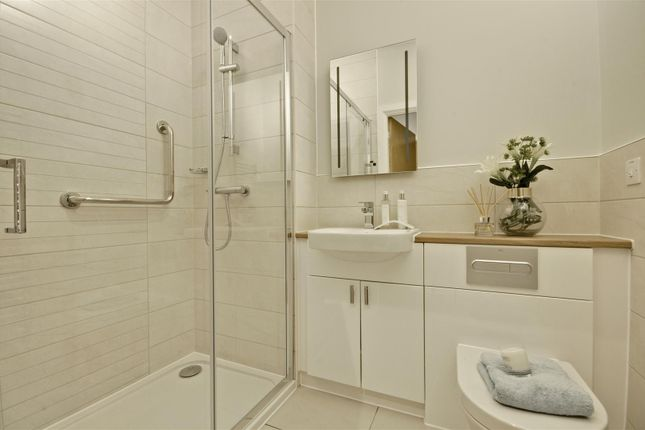 Bathroom of Beck House, Twickenham Road, Isleworth TW7