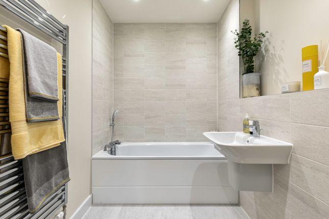 2 bedroom flat for sale in Jubilee Meadows, Hersham Road, Hersham, Surrey