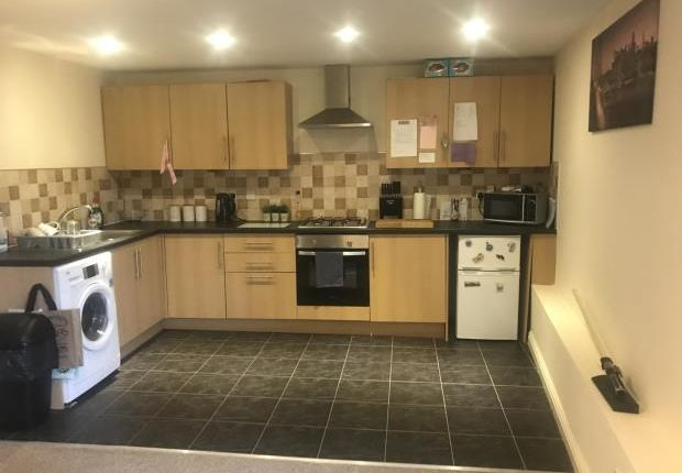Thumbnail Flat to rent in Barleyhill Road, Garforth