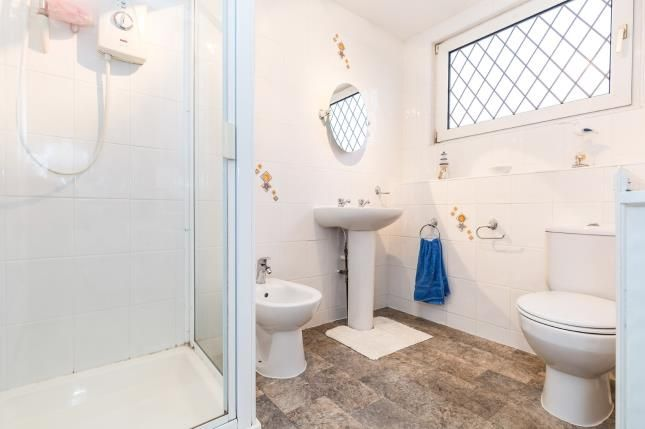 Ensuite of Highfield Avenue, Farington, Leyland, Lancashire PR25