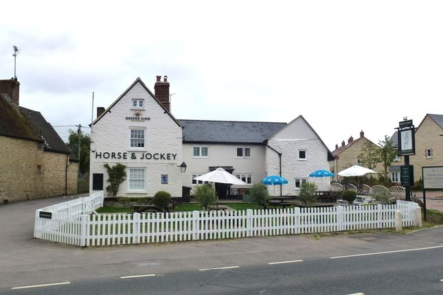 Thumbnail Pub/bar for sale in Faringdon Road, Oxfordshire: Stanford In The Vale