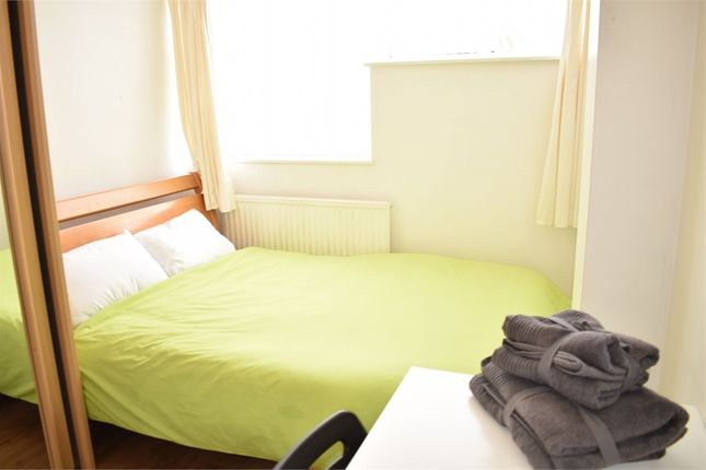 Room to rent in Old Church Road, London E1