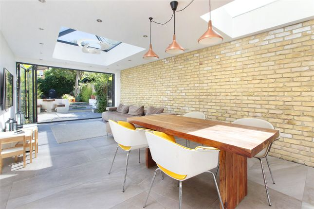 Thumbnail Property to rent in St Johns Hill, Clapham Junction, London
