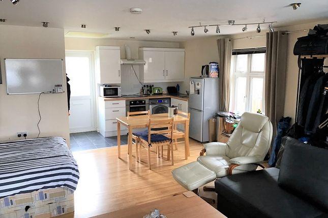 Thumbnail Studio to rent in Tunny End, Bletchley, Milton Keynes