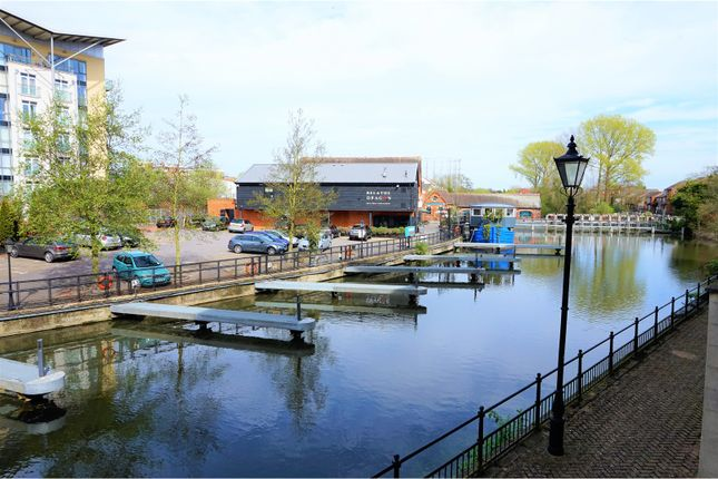 Thumbnail Flat for sale in Blakes Quay, Reading