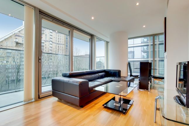 1 bed flat to rent in Landmark West Tower, Canary Wharf E14