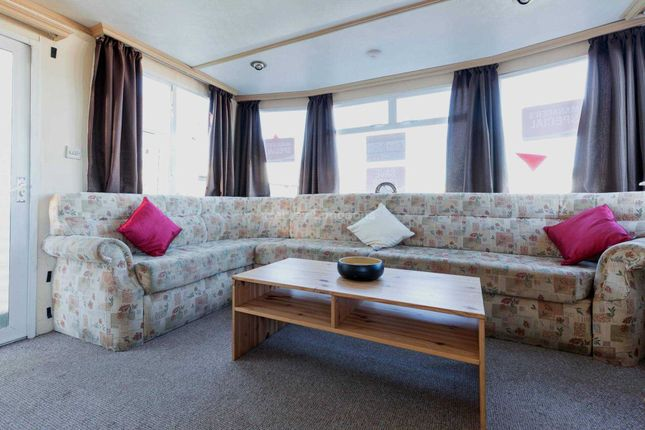 2 bed mobile/park home for sale in Hythe Road, Dymchurch, Romney Marsh