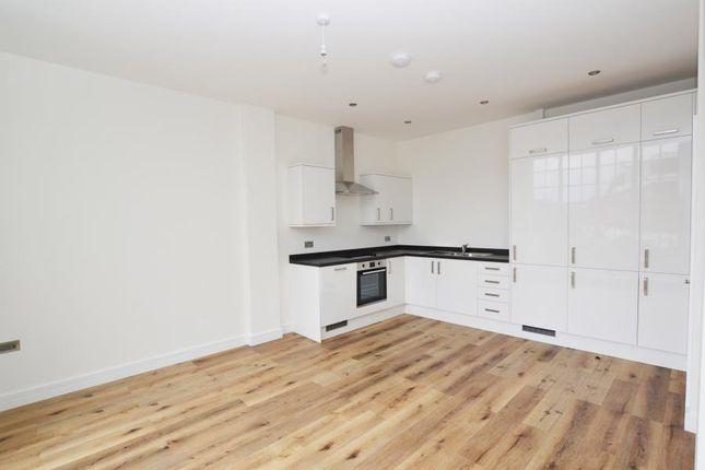 Thumbnail Flat for sale in Kestrel House, Radnor Road, Twickenham