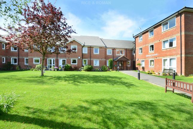 Thumbnail Flat to rent in Manor Road North, Hinchley Wood, Esher