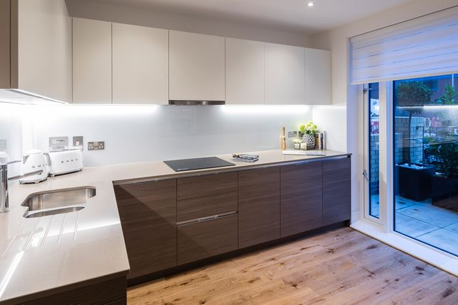 Thumbnail Town house for sale in Grove Road, Colindale, London