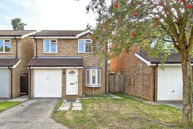 3 bed detached house to rent in Southern Way, Farnham GU9