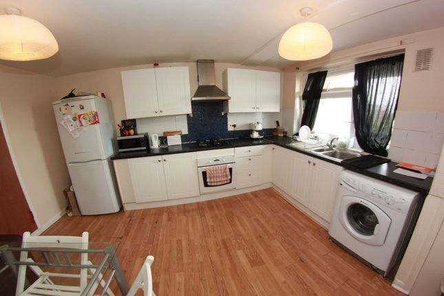Thumbnail Shared accommodation to rent in Malmesbury Road, London