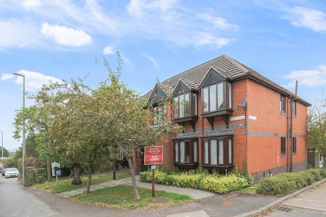 2 bed flat to rent in Dove Court, London Road, Uckfield TN22