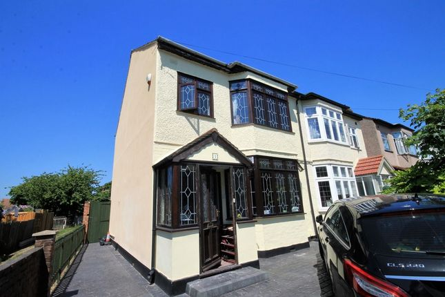 Thumbnail Room to rent in Park Crescent, Hornchurch