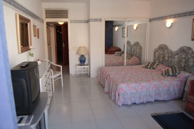 1 bed apartment for sale in Calle Martínes Catena, Fuengirola, Málaga, Andalusia, Spain