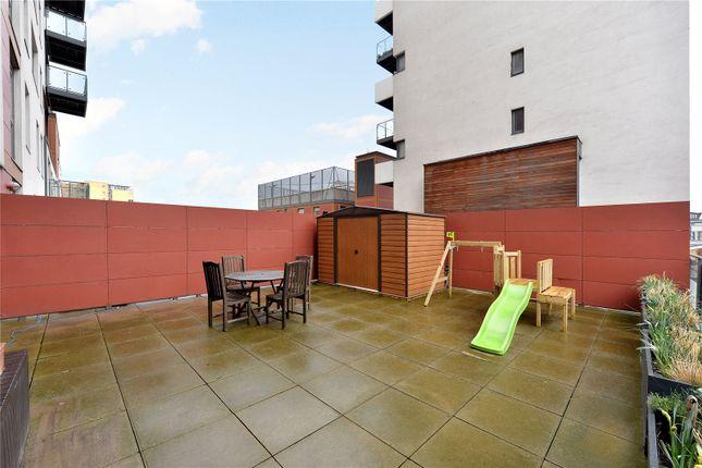 Terrace Alt of Phoenix Heights East, 4 Mastmaker Road, London E14