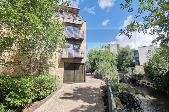 Thumbnail Flat for sale in Woodins Way, Oxford